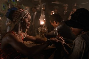 Cena do filme A Cor Púrpura (1985), com as atrizes Margaret Avery (Shug Avery) e Whoopi Goldberg (Miss Celie).